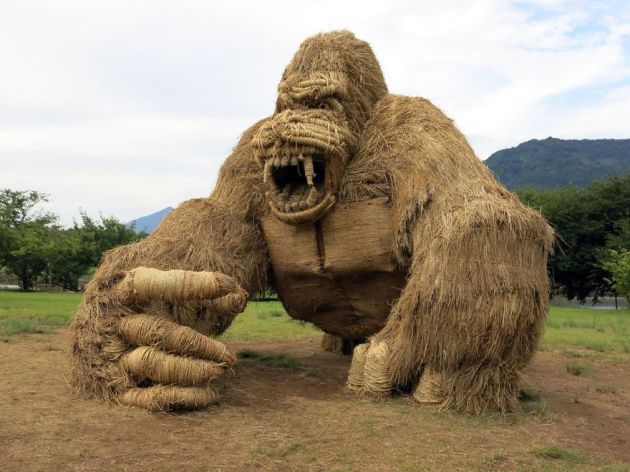 straw-sculptures-wara-art-festival-niigata-japan-22-59d5d4a98868b__880